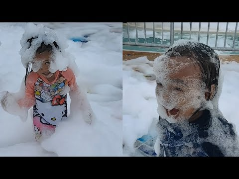Donna The Explorer And Yohan Playing Bubbles - Funny Kids Video