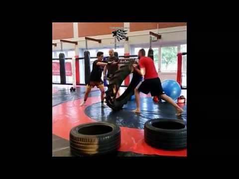 MMA Training mit dem Traktorreifen - Arena Aschaffenburg Achilleas (Full HD)