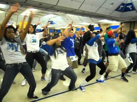 Mountain View High School Flash Mob: Move Your Body
