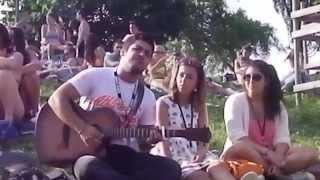 Solo à la guitare acoustique sur Papaoutai de Stromae