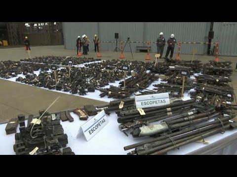 شاهد: بيرو تدمر أكثر من 12 ألف قطعة سلاح في مشهد لم تعرفه البلاد من قبل…  - نشر قبل 59 دقيقة