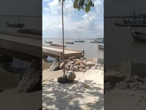 820 pemandangan pantai dan perahu HD