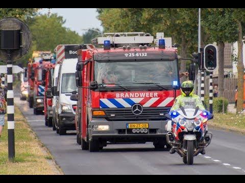 Optocht Brandweerdag 2018; heel veel sirenes (Almere)