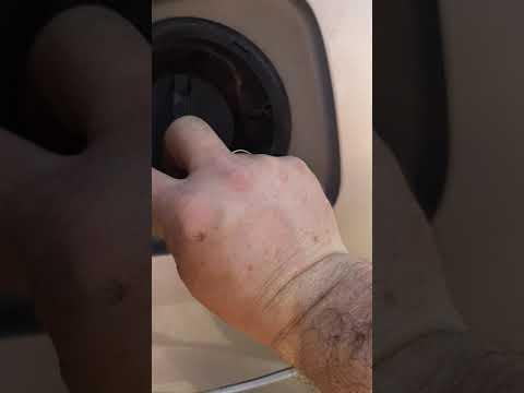 Замена горловины топливного бака на Тойота Опа.