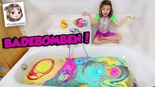 LUSH BADEBOMBEN CHALLENGE 🛀 Hannah schmeißt ALLE in die Badewanne und geht darin baden! 😱