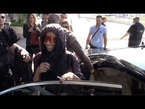 EXCLUSIVE : Tired Nicki Minaj arriving at Cannes airport