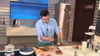Кальмары в томатном соусе с рисовой лапшой