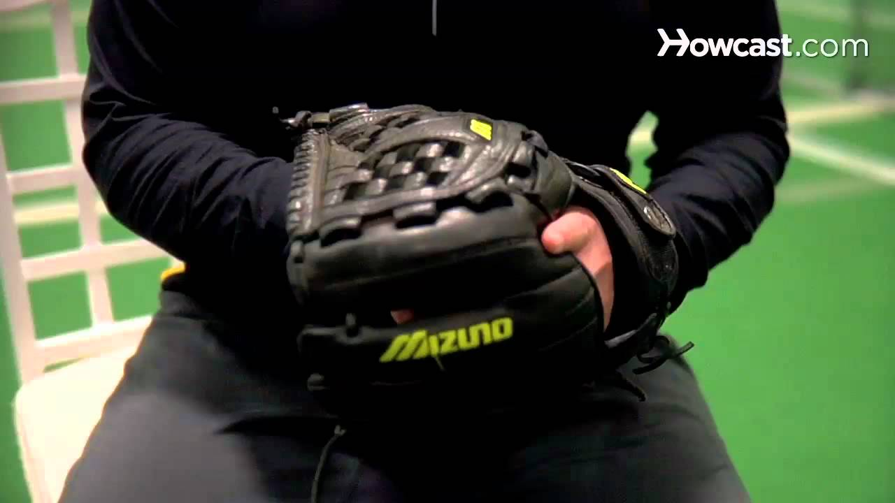 How to Buy Softball Gloves photo