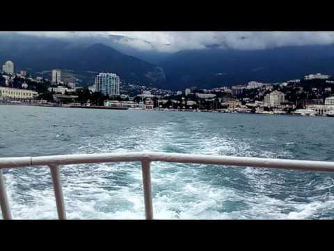 Море бурлит с корабля снимал