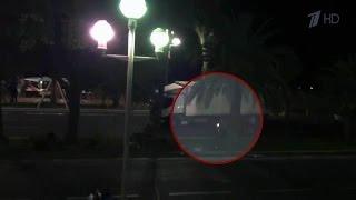 Скутерист, который пытался остановить фуру, ехавшую через толпу в Ницце, жив.