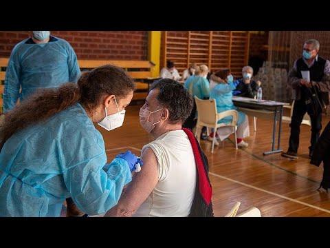 Covid, la campagna di vaccinazione e i sistemi sanitari al collasso