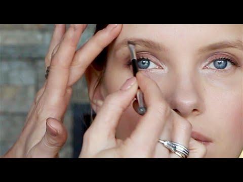 Makeup Artist Brow Tutorial | A Model Recommends