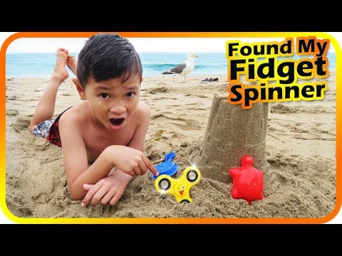 Found my Fidget Spinner in the sand, summer fun Kids & Toys at the beach (Skit) - TigerBox HD