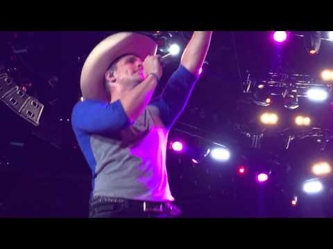 Dustin Lynch- Where It's At live in Spokane