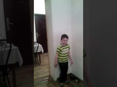 Мальчик прошёл через стенку фото 360-787