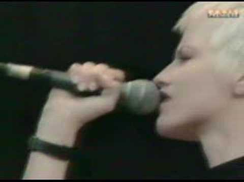The Cranberries - Ode to my family - Live fleadh festival