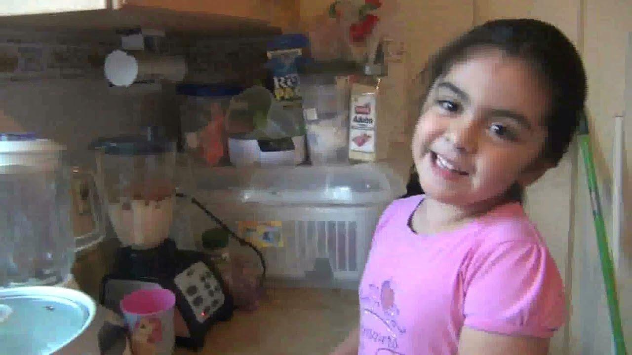 Nina cocina chistoso cocinando con angelina youtube - Nina cocinando ...
