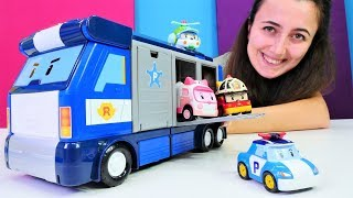 Araba oyunları. Robocar Poli için yeni mobil istasyonu.