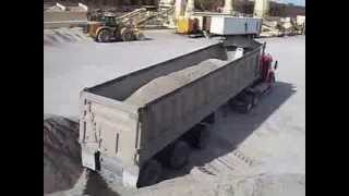 Tri axle Dumping Sand
