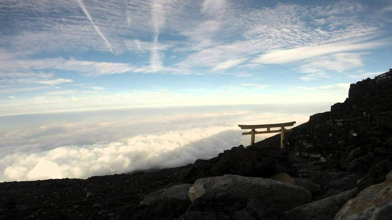 富士山頂上から見た影富士 - YouTube