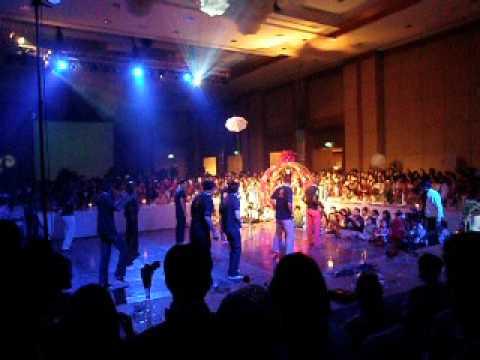 Hoos tribute dance at Mana's wedding in Bangkok