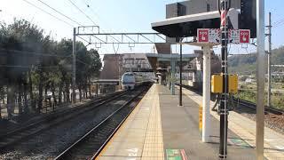 JR西日本 683系 4000番台 金サワT43編成[リニューアル車] 特急 サンダーバード 島本駅 通過