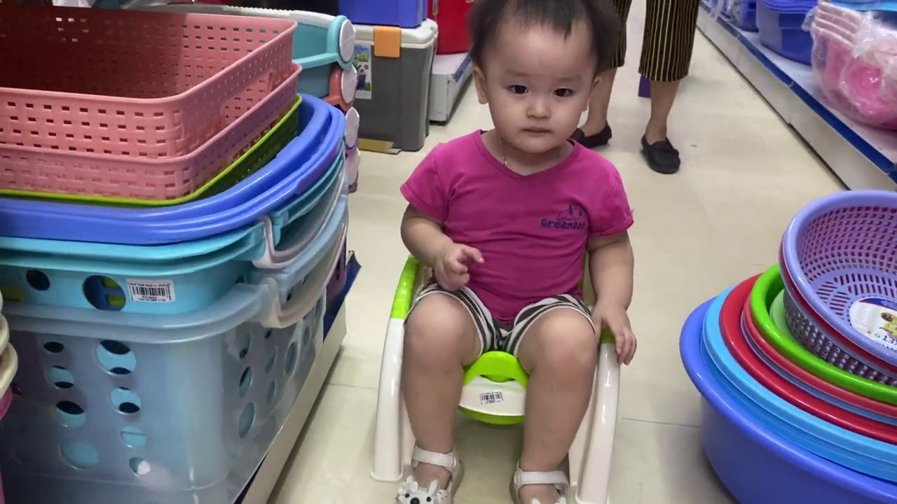 baby cute go shopping with mom
