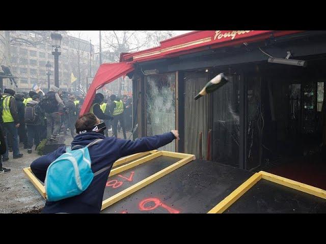 <span class='as_h2'><a href='https://webtv.eklogika.gr/leilasies-kai-emprismoi-katastimaton-sto-parisi' target='_blank' title='Λεηλασίες και εμπρησμοί καταστημάτων στο Παρίσι'>Λεηλασίες και εμπρησμοί καταστημάτων στο Παρίσι</a></span>