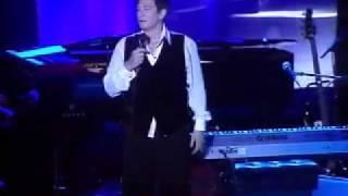 """k.d. lang @ Elton John benefit - """"Hallelujah"""""""