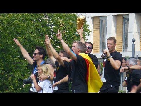 Empfang Der Fussball Weltmeister 2014 Auf Der Fanmeile In Berlin