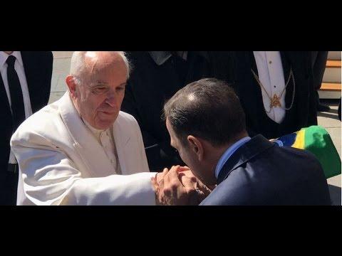 João Doria encontra Papa no Vaticano e pede para rever decisão de não vir ao Brasil