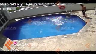 Vídeo muestra a hombre que ahogaba a menor en alberca
