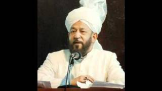 What is the best approach to training Ahmadi Muslim children who are born in the West?