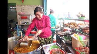 Nồi bánh canh cua gạch son nguyên con rất là ngon ở Sài Gòn
