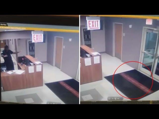 Cámara de seguridad muestra el momento en que un vigilante de seguridad se encuentra con un fantasma
