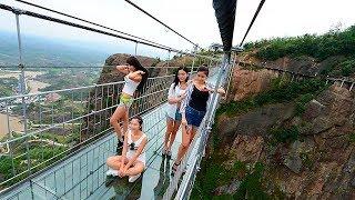 China Glasbrücke - Riss-Effekt. Werbekampagnen, die alle in die Irre führten!