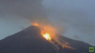 violenta erupción del volcán de fuego en méxico