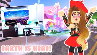 EARTH IS BACK & THE PHONE STORE IS OPEN! // Roblox Royale High