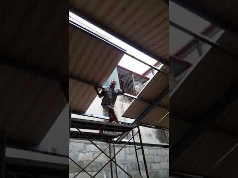 A3 prefabricated house. Lắp đặt tấm mái.
