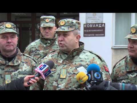 Двојазичноста се коси со член од законот за Армија на Република Македонија