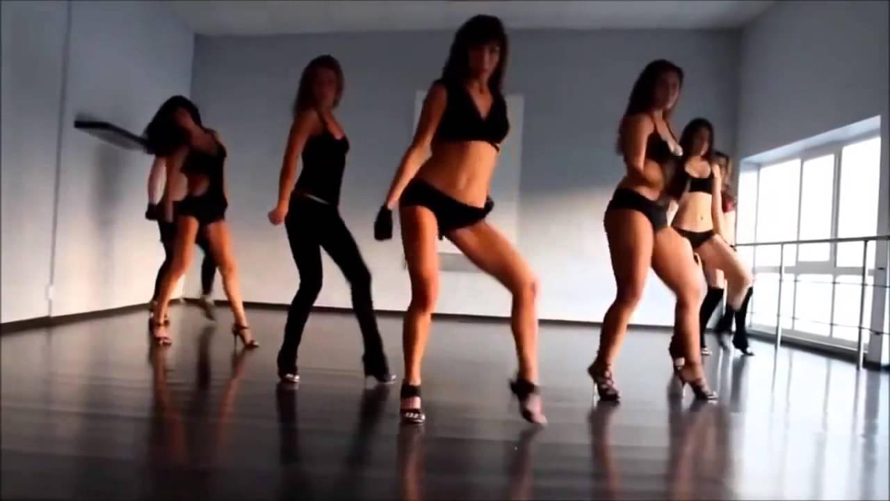 Красивейшая девочка танцует стриптиз
