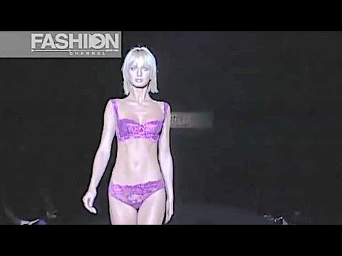 80f3940288e LA PERLA Momi Fall Winter 2001 2002 Milan - Fashion Channel