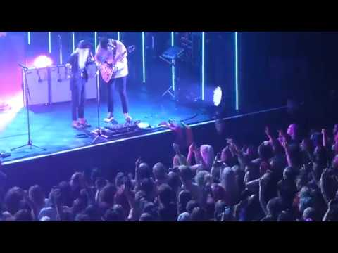 Paramore Hard Times - Live 013 Tilburg 2017 - YouTube Paramore 013
