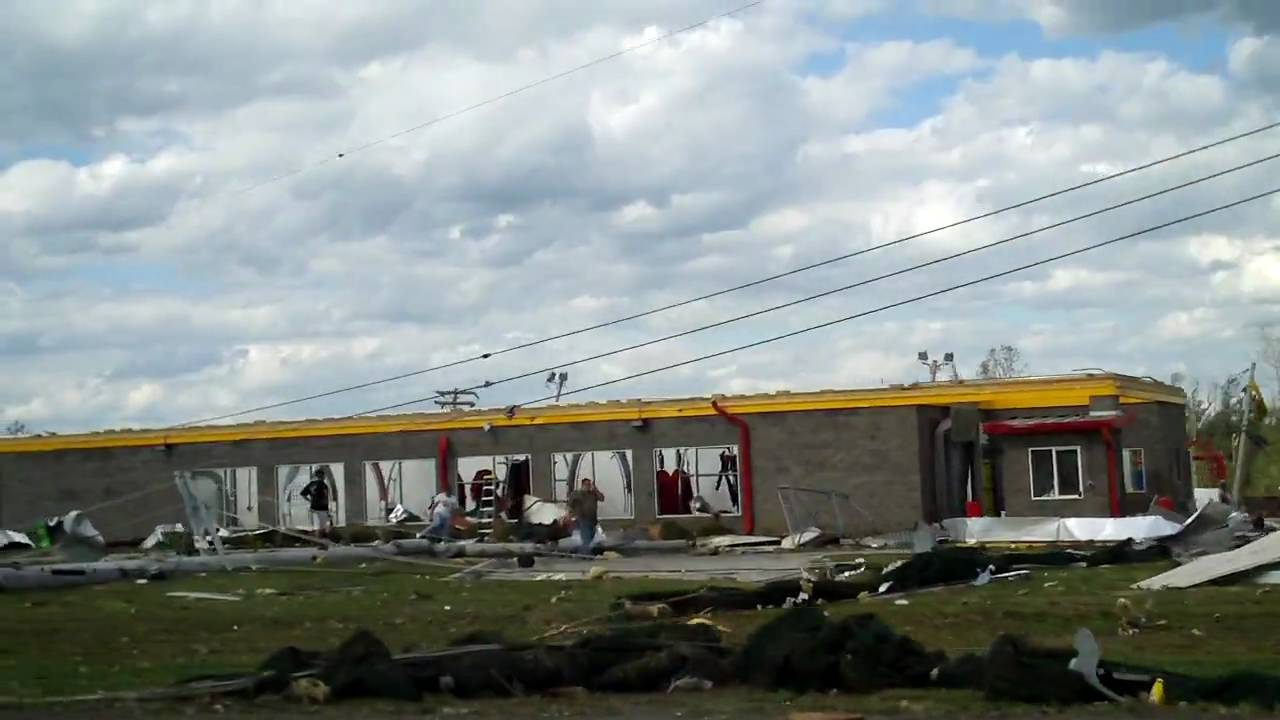 Gas Station With Car Wash >> Albertville AL tornado damage - US Hwy 431 and BP gas ...