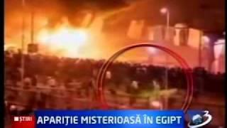 Apariţie misterioasă printre protestatarii din Egipt, surprinsă de reporterii americani