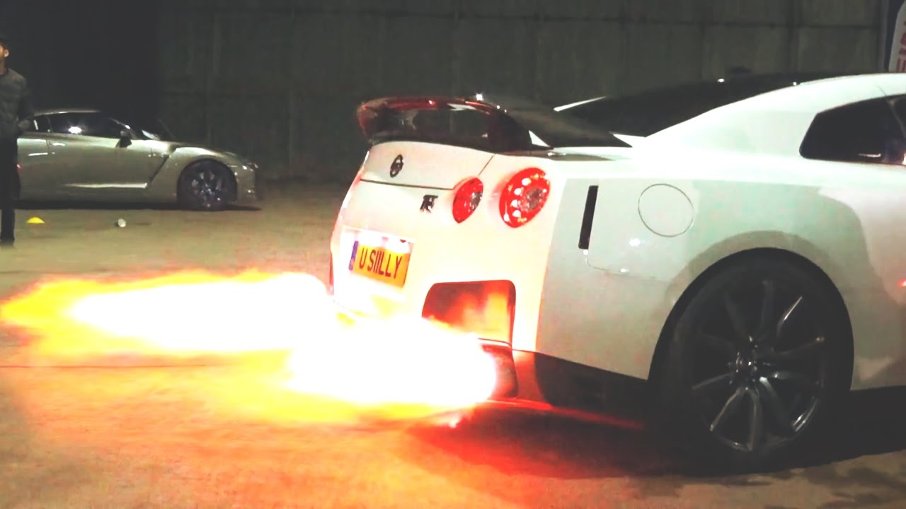 CRAZY LOUD NISSAN GTR WITH FLAMETHROWER EXHAUST!! - YouTube