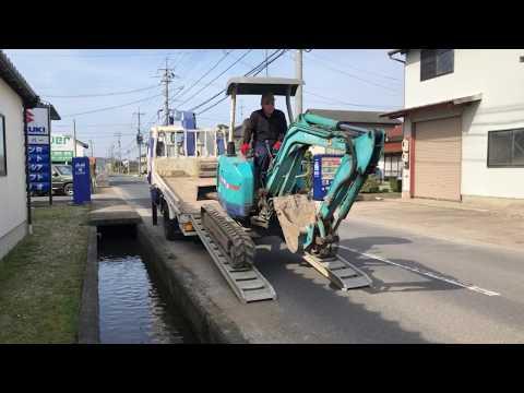 重機フェチ必見 ユンボをトラックから降ろす動画