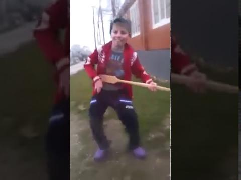 Чеченец красиво танцует