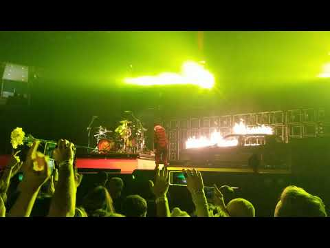 Twenty One Pilots - Levitate (Live in St. Louis, Missouri)