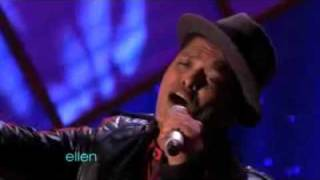 Bruno Mars - Just the way you are [On Ellen]
